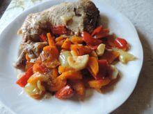 Udka z warzywami w sosie cebulowym