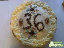 Urodzinowy tort z kremem budyniowym