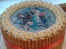 Urodzinowy tort z opłatkiem bajkowym