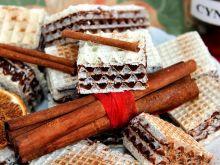 Wafle czekoladowe z cynamonem