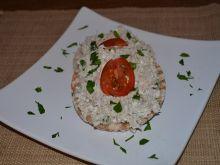 Wafle ryżowe z pastą z makreli