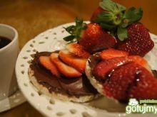 Wafle z czekoladą o truskawkami
