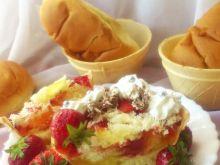 Waflowe miseczki z truskawkami i galaretką wg Di