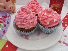 Walentynkowe muffinki czekoladowe z bitą śmietaną