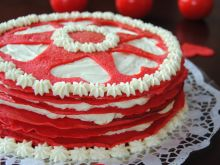 Walentynkowy tort naleśnikowy