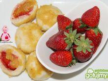 Waniliowe knedle z truskawkami :