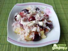 Waniliowy ryż z owocami i śmietaną