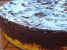 Waniliowy sernik otulony czekoladą