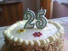 Waniliowy tort urodzinowy