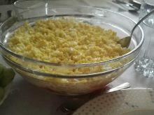 Warstwowa sałatka z selerem i ananasem