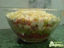Warstwowa sałatka z szynką i makaronem