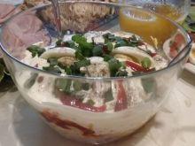 Warstwowa sałatka z szynką i selerem