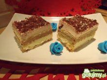 Warstwowe ciasto na herbatnikach