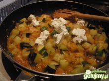 Warzywa duszone z białym serem