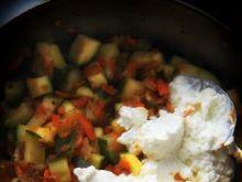 Warzywa duszone z sosem serowym