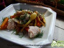 Warzywa i mintaj z pary z masełkiem