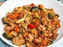 Warzywa na patelnię z mięsem mielonym