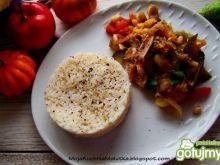 Warzywa z indykiem i orzeszkami piniowym