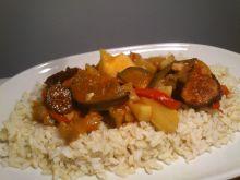 Warzywa z kiełbasą na ryżu