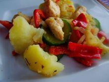 Warzywa z kurczakiem z patelni