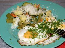 Warzywa z patelni i sadzone jajka