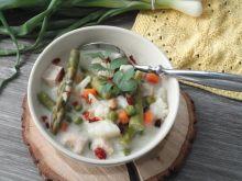 Warzywna potrawka z szparagami i kurczakiem