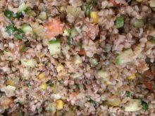 Warzywna sałatka z kaszą gryczaną