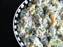 Warzywna sałatka z makaronem ryżowym