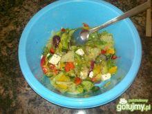 Warzywna sałatka z olejem z oliwek