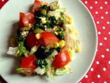 Warzywna sałatka z pietruszkowym sosem pesto