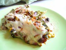 Warzywna zapiekanka zatopiona w wegańskim serze