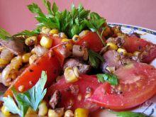 Wątróbka drobiowa z pomidorem, kukurydzą