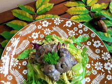 Wątróbka z grzybami leśnymi i makaronem
