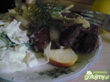 Wątróbka z jabłkami i sałatką jogurtową