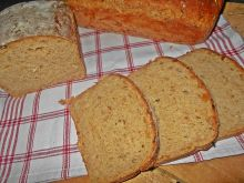 Wędzonkowy chleb z cebulą