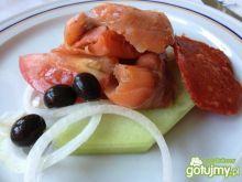 Wędzony łosoś na melonie z nutką chorizo