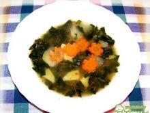 Wegańska zupa kalarepkowa.