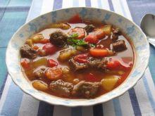 Węgierska zupa gulaszowa.