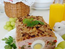 Wielkanocna pieczeń z jajkiem
