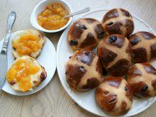 Wielkanocne bułeczki drożdżowe z żurawiną