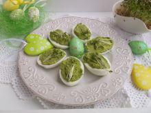 Wielkanocne jajeczka faszerowane sałatą i rzeżuchą
