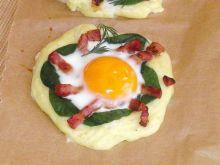 Wielkanocne wianuszki z puree z jajkiem