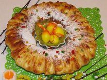 Wielkanocny keksowy wianuszek drożdżowy z serem