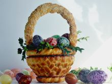 Wielkanocny koszyczek z ciasta drożdżowego