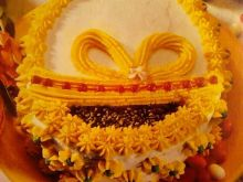 Wielkanocny tort z brzoskwiniami