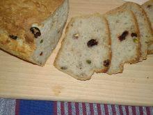 Wielomączny chlebek na drożdżach z bakaliami