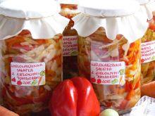 Wielowarzywna sałatka z zielonymi pomidorami