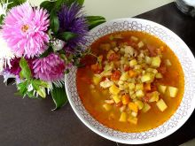 Wielowarzywna zupa z mięsem