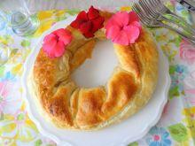 Wieniec z ciasta francuskiego ze szparagami