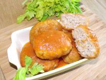 Wieprzowe kotlety z pęczakiem w sosie pomidorowym